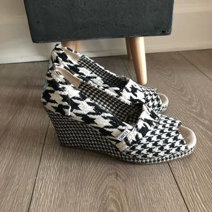 TOMS black and white houndstooth wedges